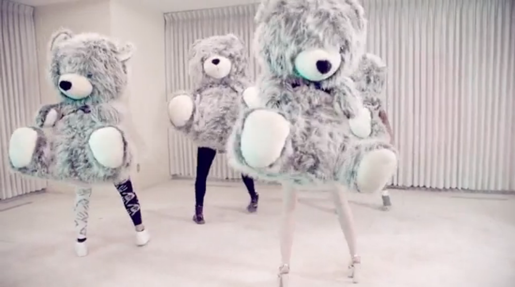 Miley Cyrus Musikvideo ohne Musik macht Albträume