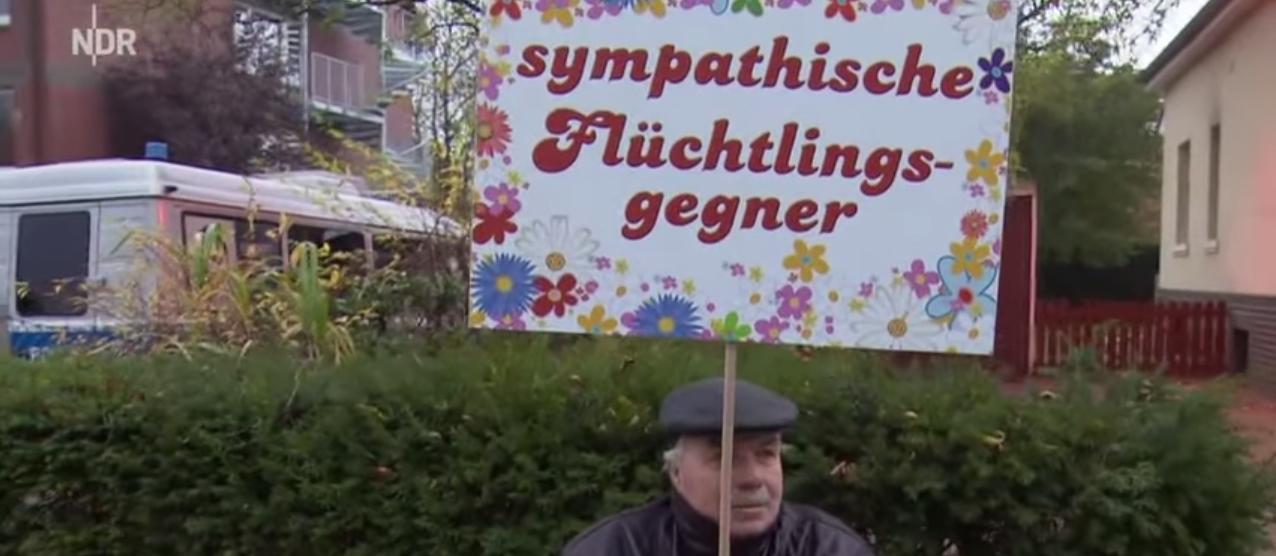 Schlegl in Aktion: Demo gegen Flüchtlinge